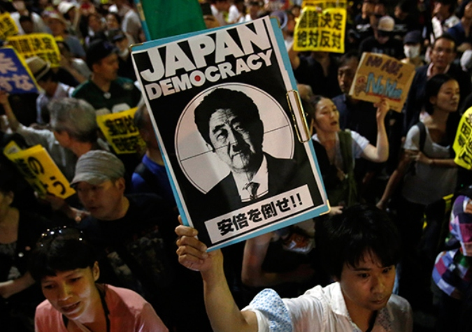japan-protest-constitution-military_si