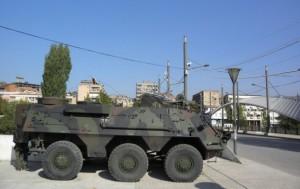 nemacka-vojska-na-glavnom-gradskom-mostu-u-kosovskoj-mitrovi