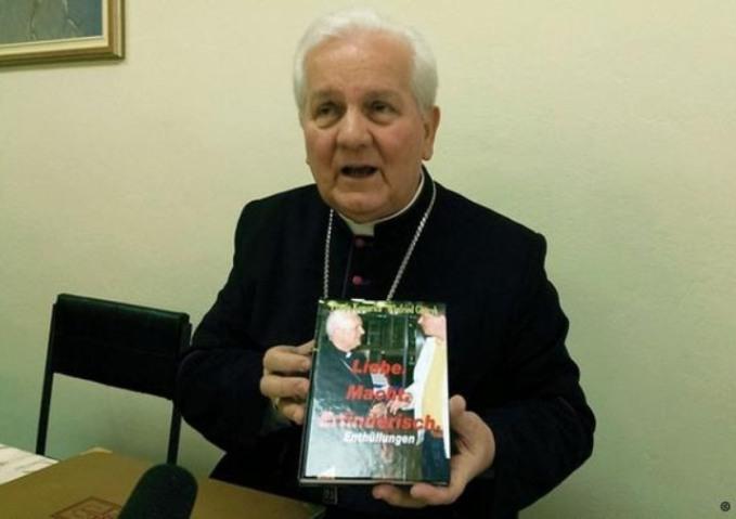 biskup-komarica-knjiga